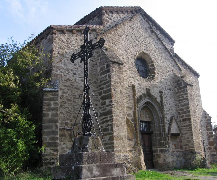 Saint-Ilpize : église fortifiée et croix