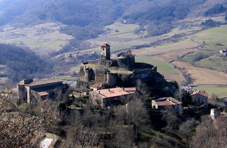 Saint Ilpize, le château fortifié