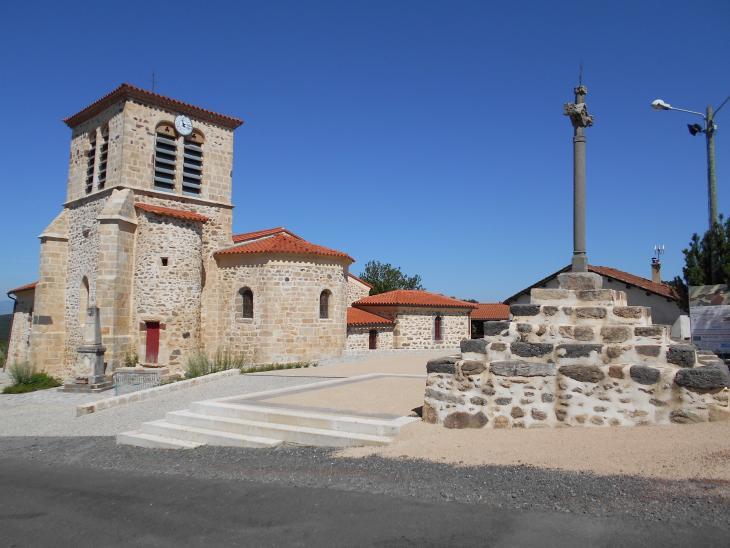 Eglise et Croix monumental d'Agnat